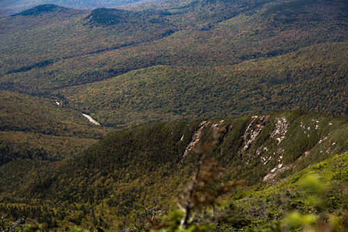 The spectacular view and the colors you can expect while hiking Mount Lafayette during the fall season