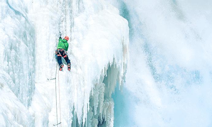 Benoit Chamberland, ambassadeur LOWA, en escalade sur glace à Québec