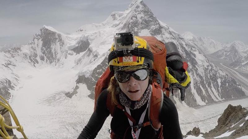 L'alpiniste Monique Richard entrain de grimper le k2